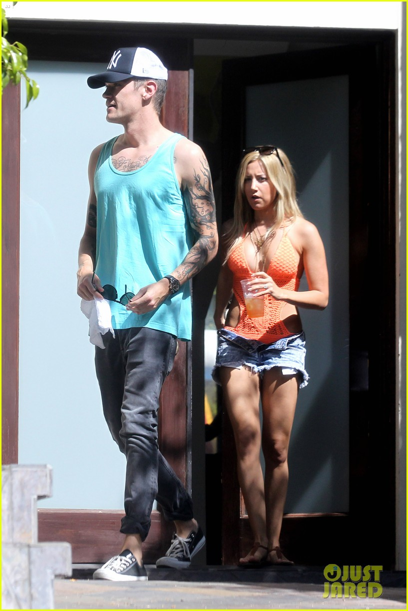 ashley tisdale labor day party with christopher french 11