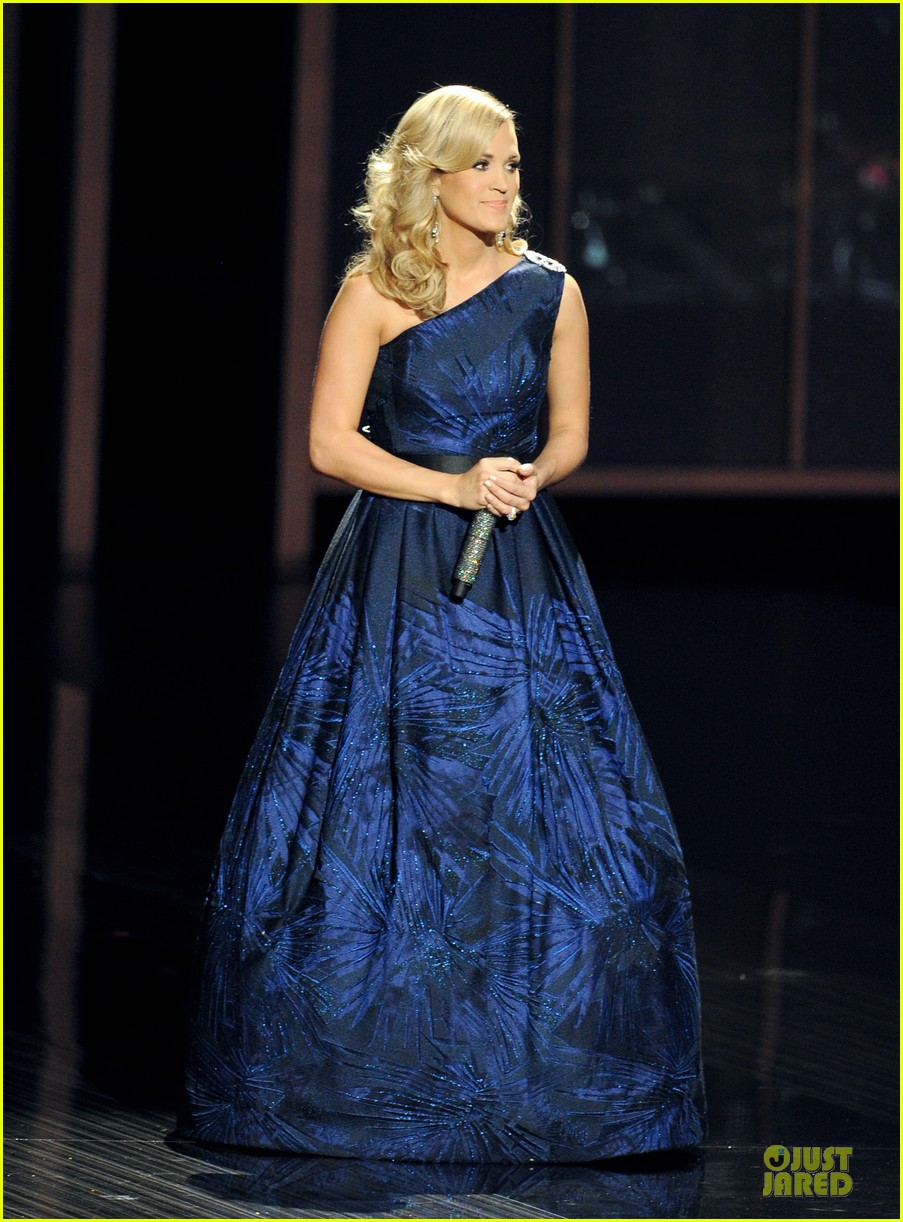 carrie underwood emmys 2013 performance watch now 012958348