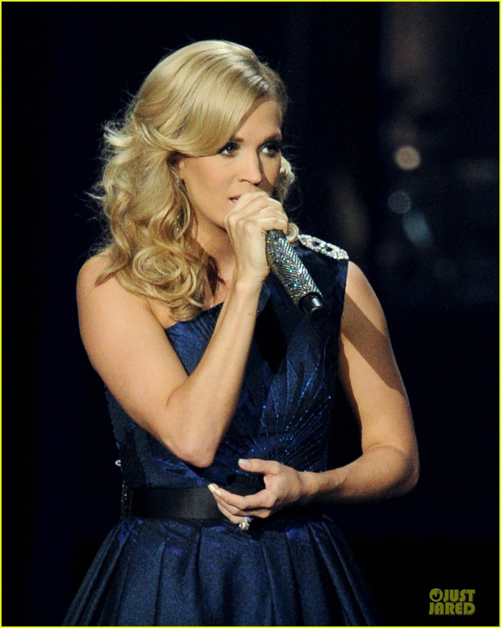 carrie underwood emmys 2013 performance watch now 022958349