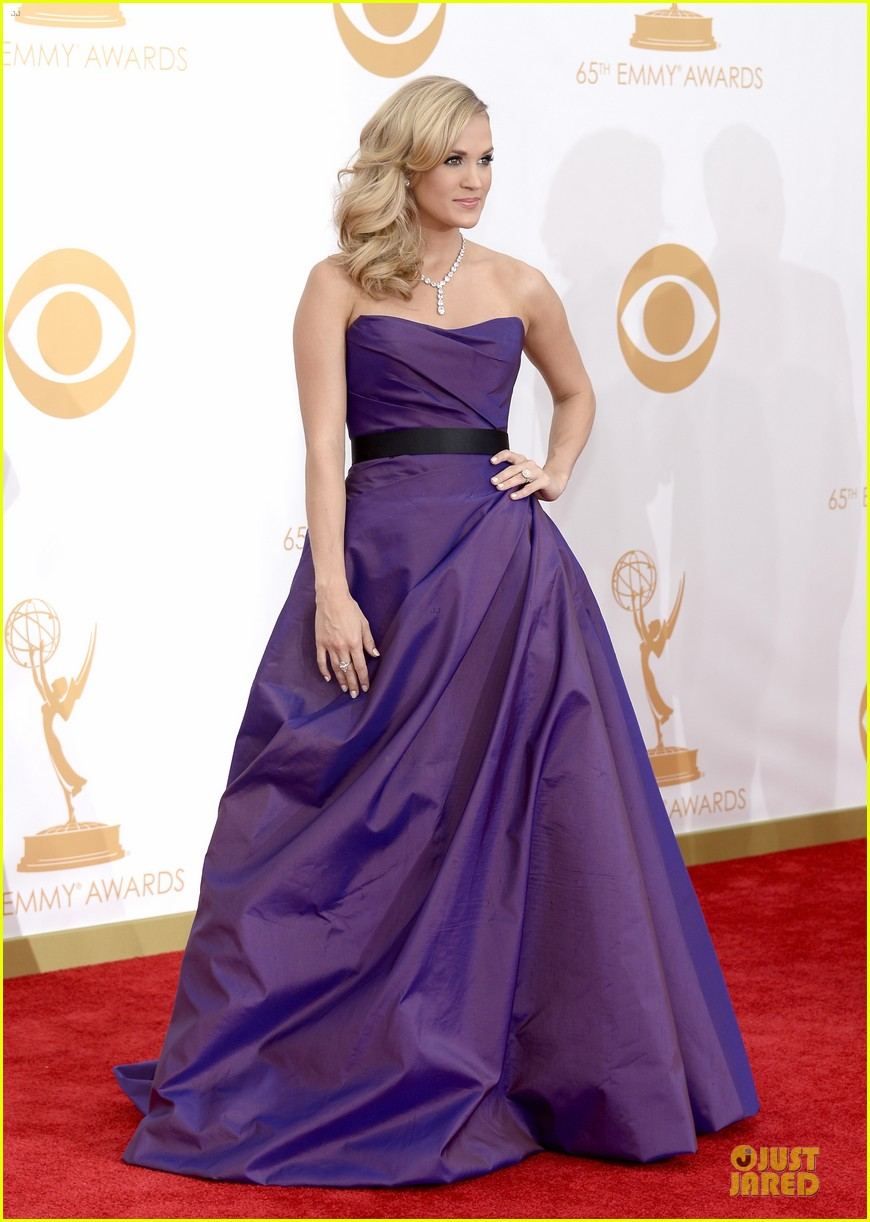 carrie underwood emmys 2013 red carpet 012958085