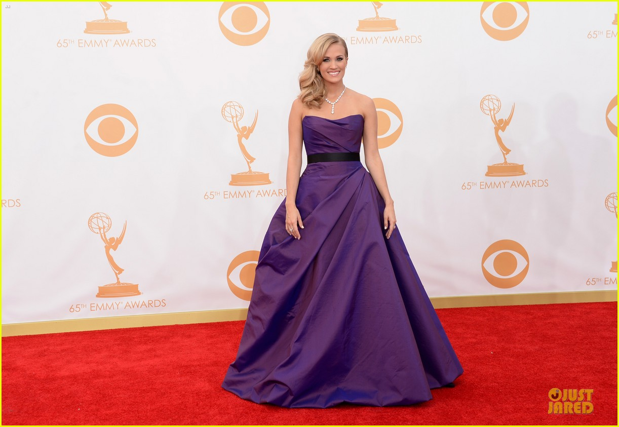 carrie underwood emmys 2013 red carpet 03