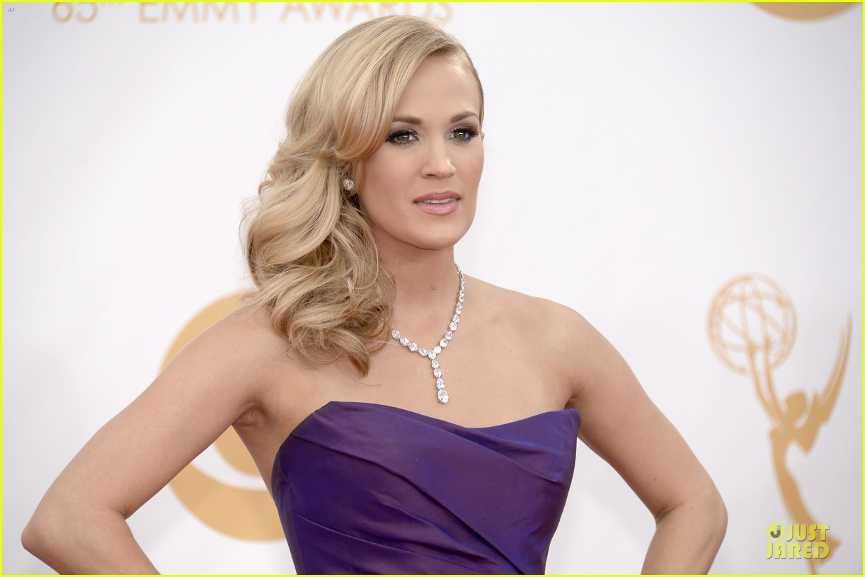 carrie underwood emmys 2013 red carpet 042958088