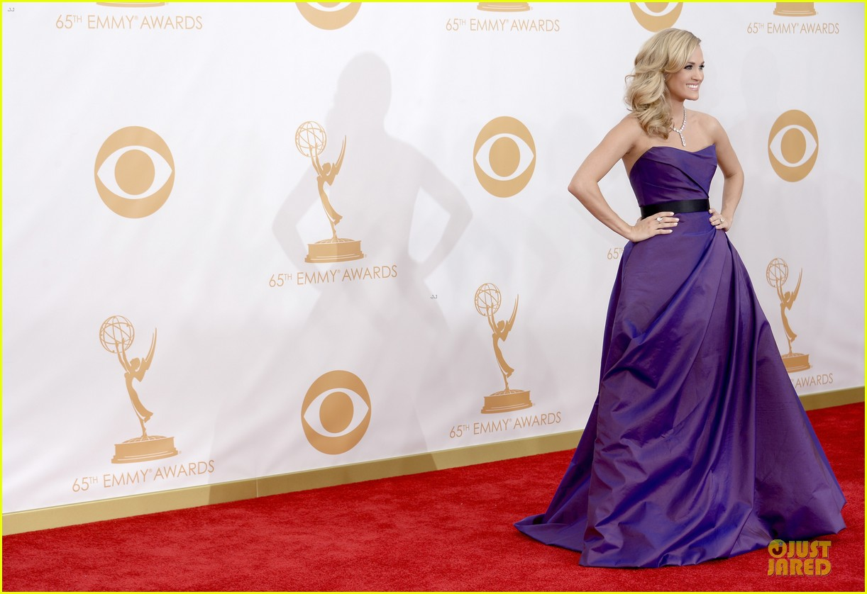 carrie underwood emmys 2013 red carpet 052958089