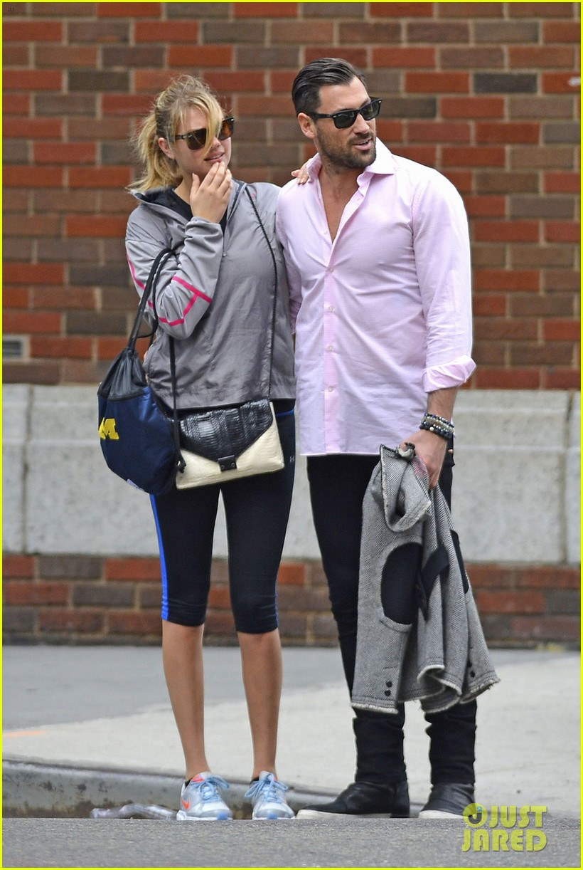 kate upton holds hands with maksim chmerkovskiy 11