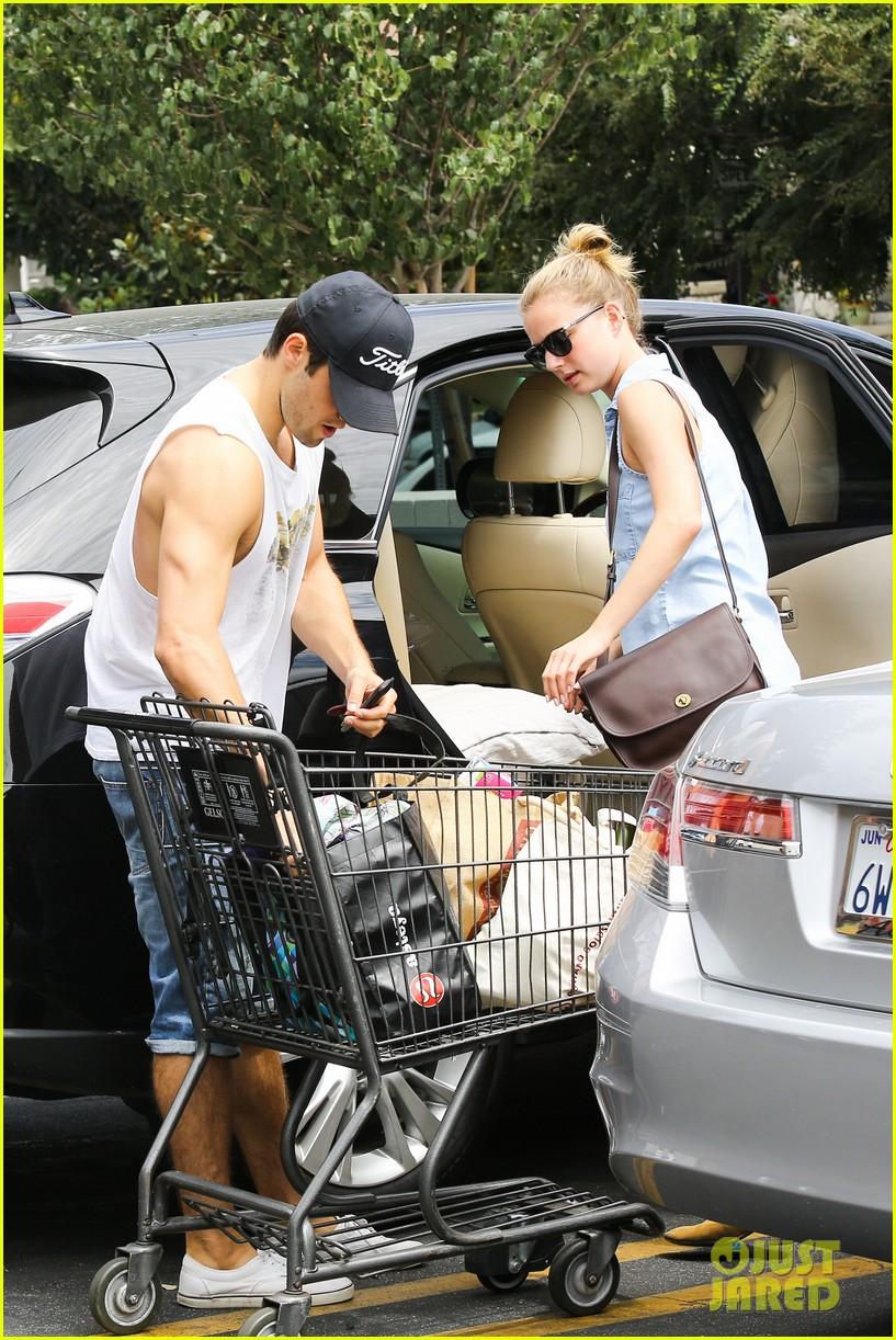 emily vancamp josh bowman get groceries at gelsons 052941474