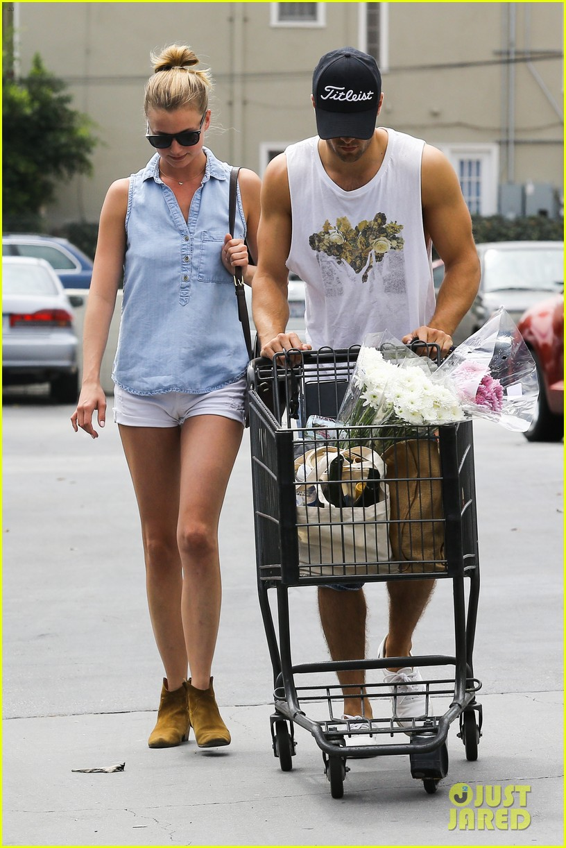 emily vancamp josh bowman get groceries at gelsons 102941479