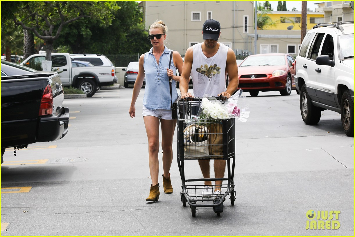 emily vancamp josh bowman get groceries at gelsons 162941485
