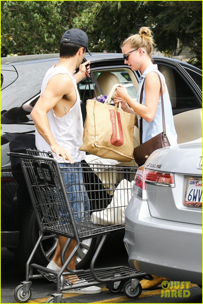 emily vancamp josh bowman get groceries at gelsons 172941486