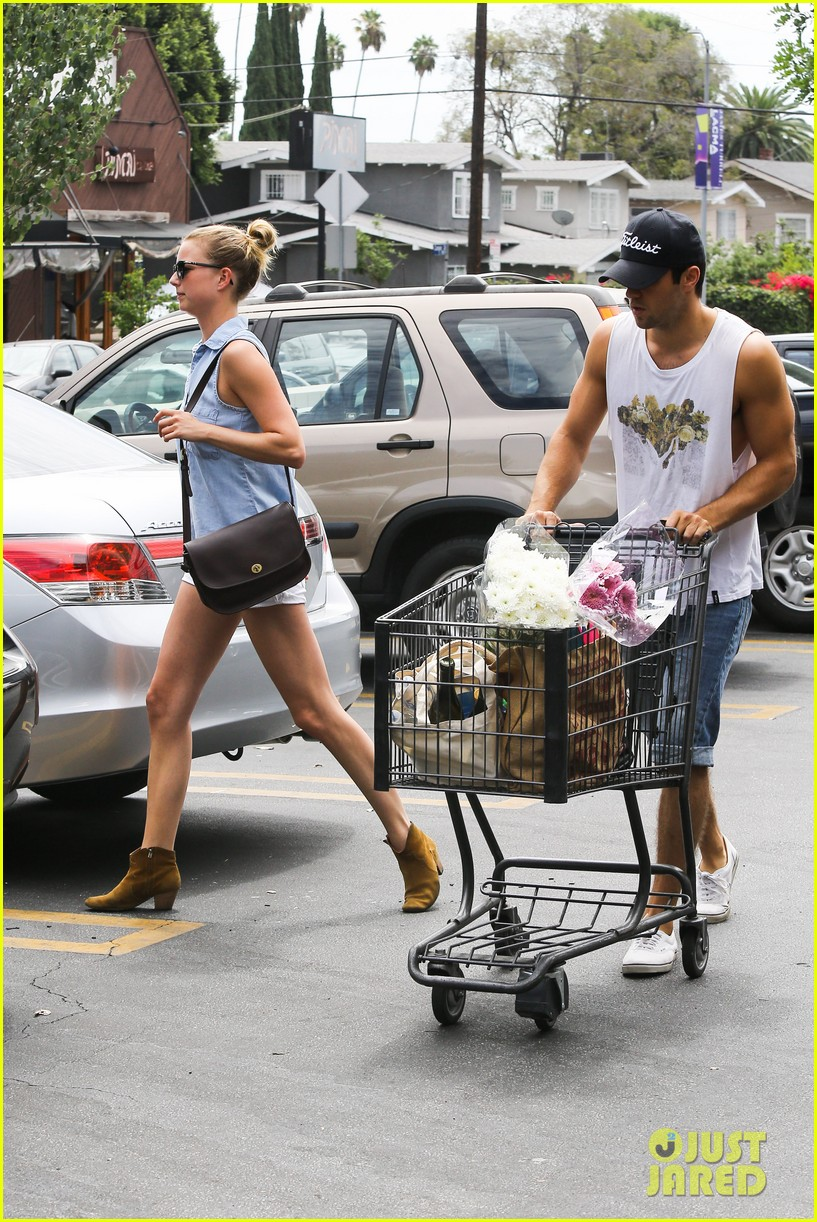 emily vancamp josh bowman get groceries at gelsons 202941489