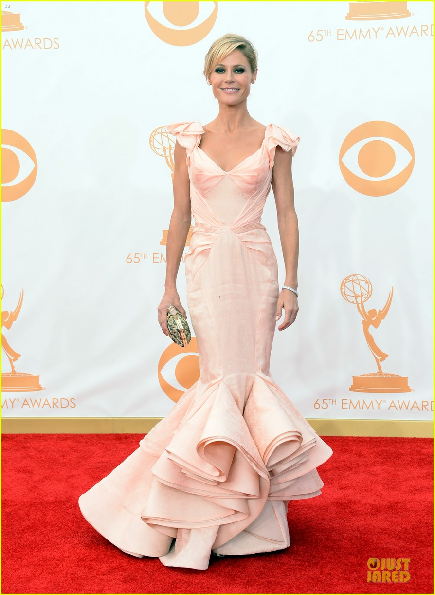 sofia vergara julie bowen emmys 2013 red carpet 052958177