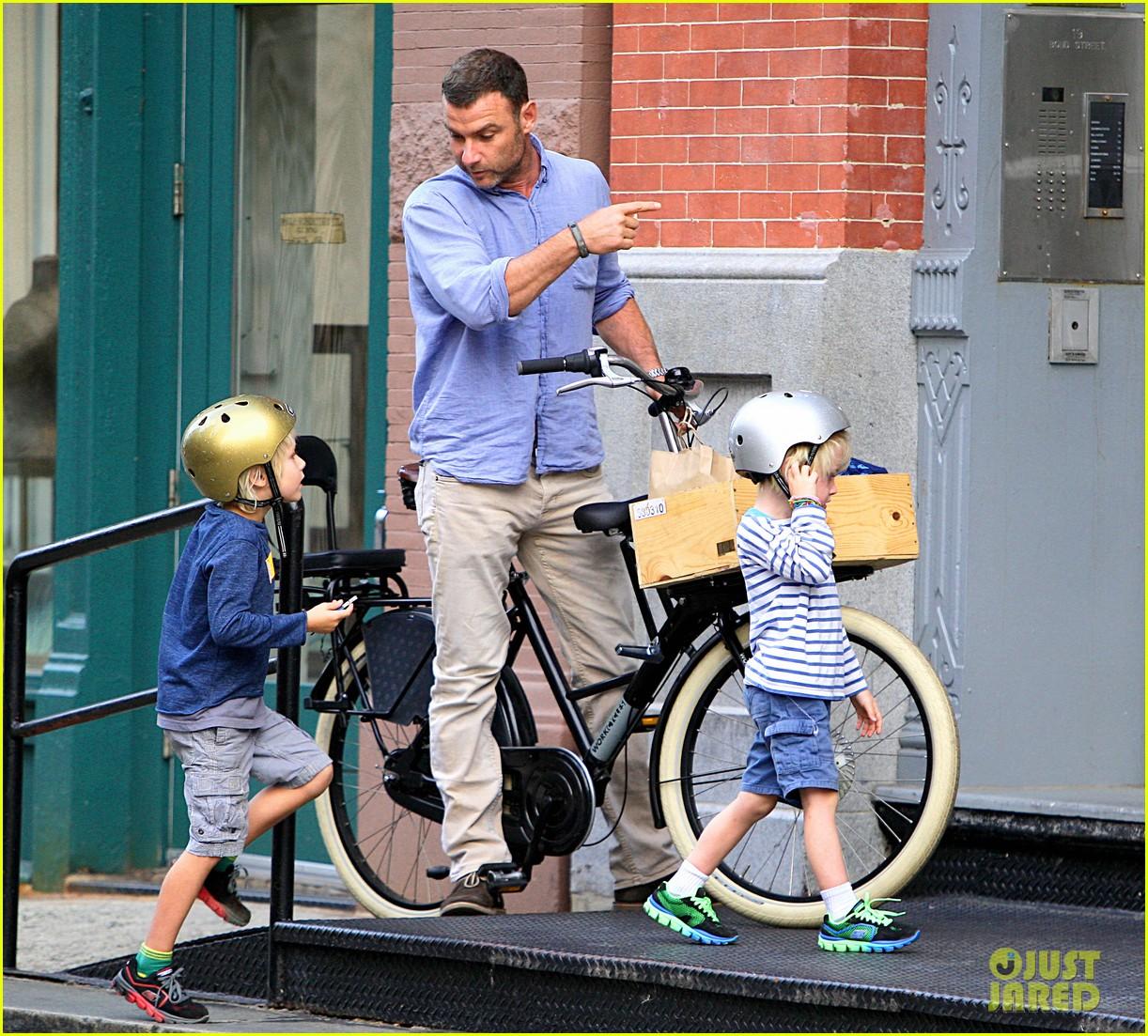 naomi watts family bike all week in new york city 022950131