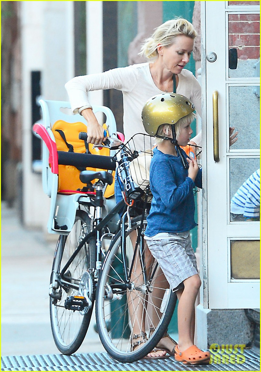 naomi watts family bike all week in new york city 032950132