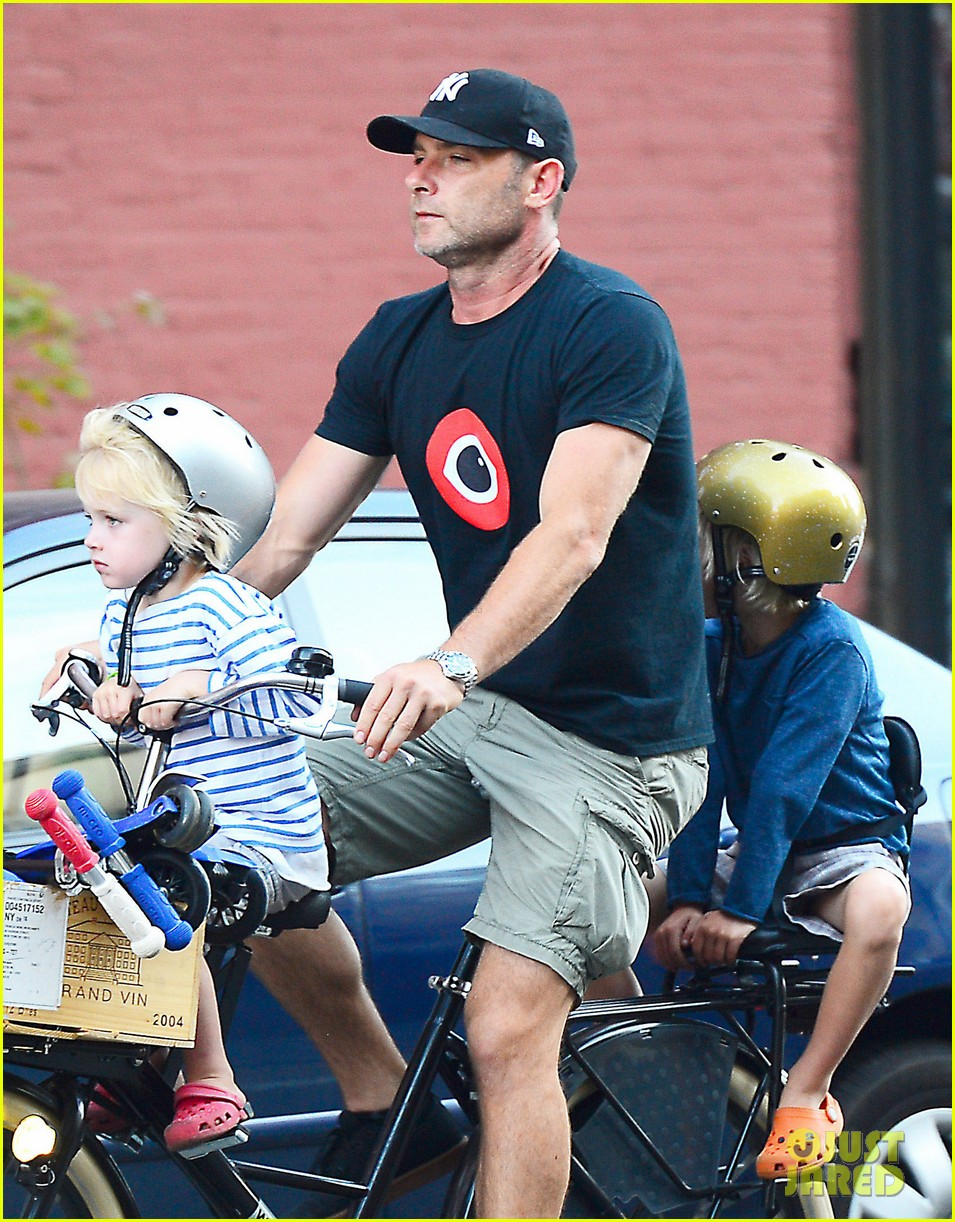 naomi watts family bike all week in new york city 042950133