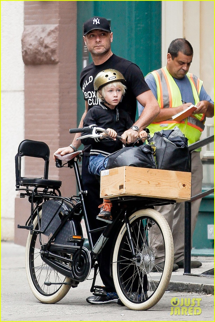 naomi watts family bike all week in new york city 102950139