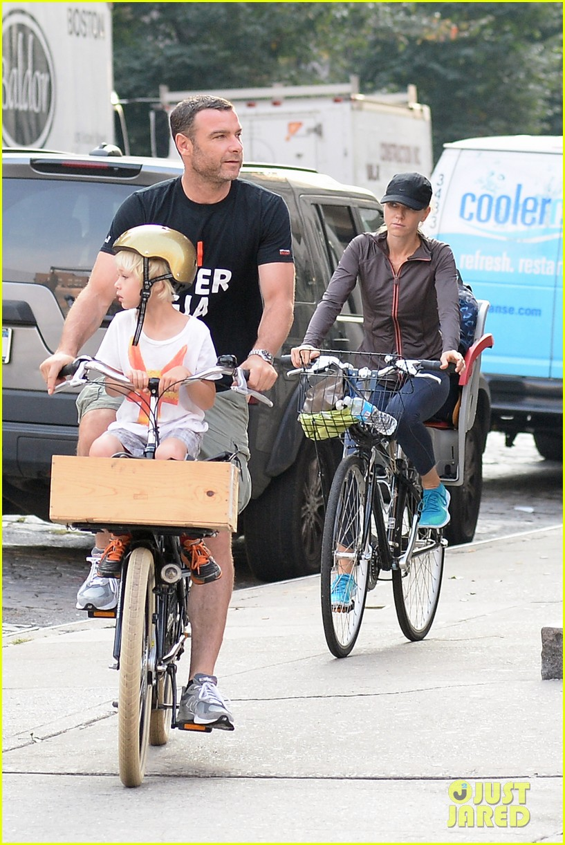 naomi watts family take on morning with early exercise 01