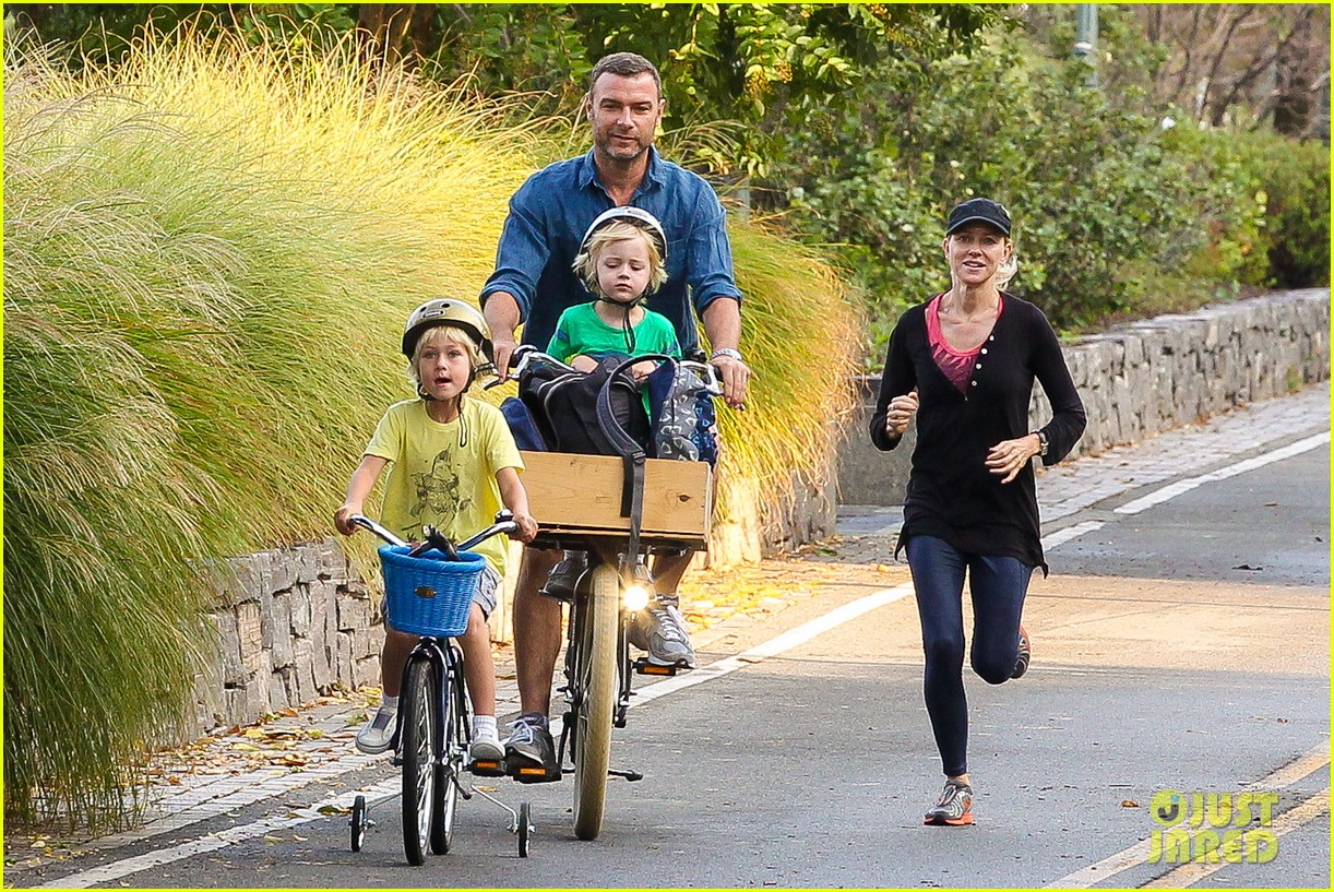 naomi watts family take on morning with early exercise 022951438