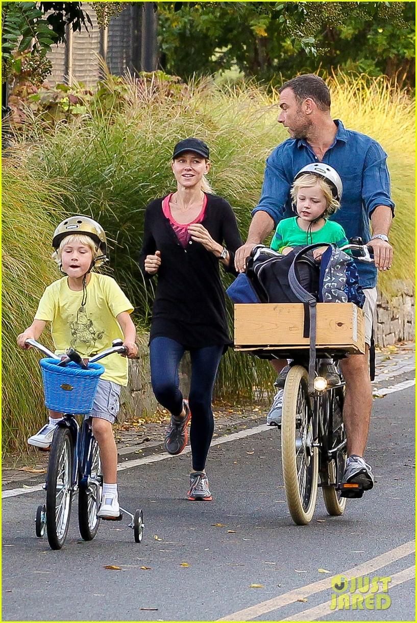 naomi watts family take on morning with early exercise 062951442