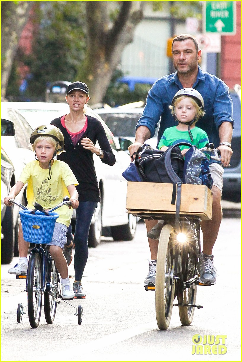 naomi watts family take on morning with early exercise 07
