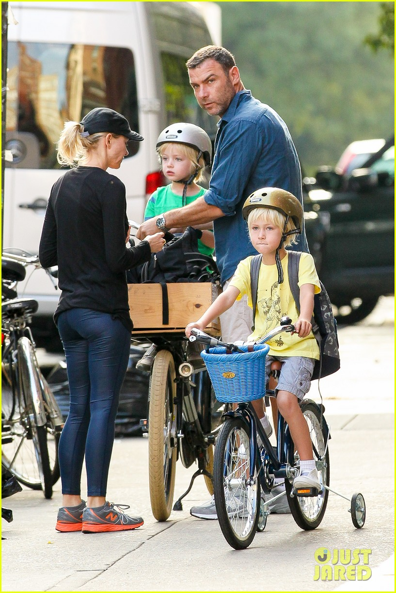 naomi watts family take on morning with early exercise 092951445