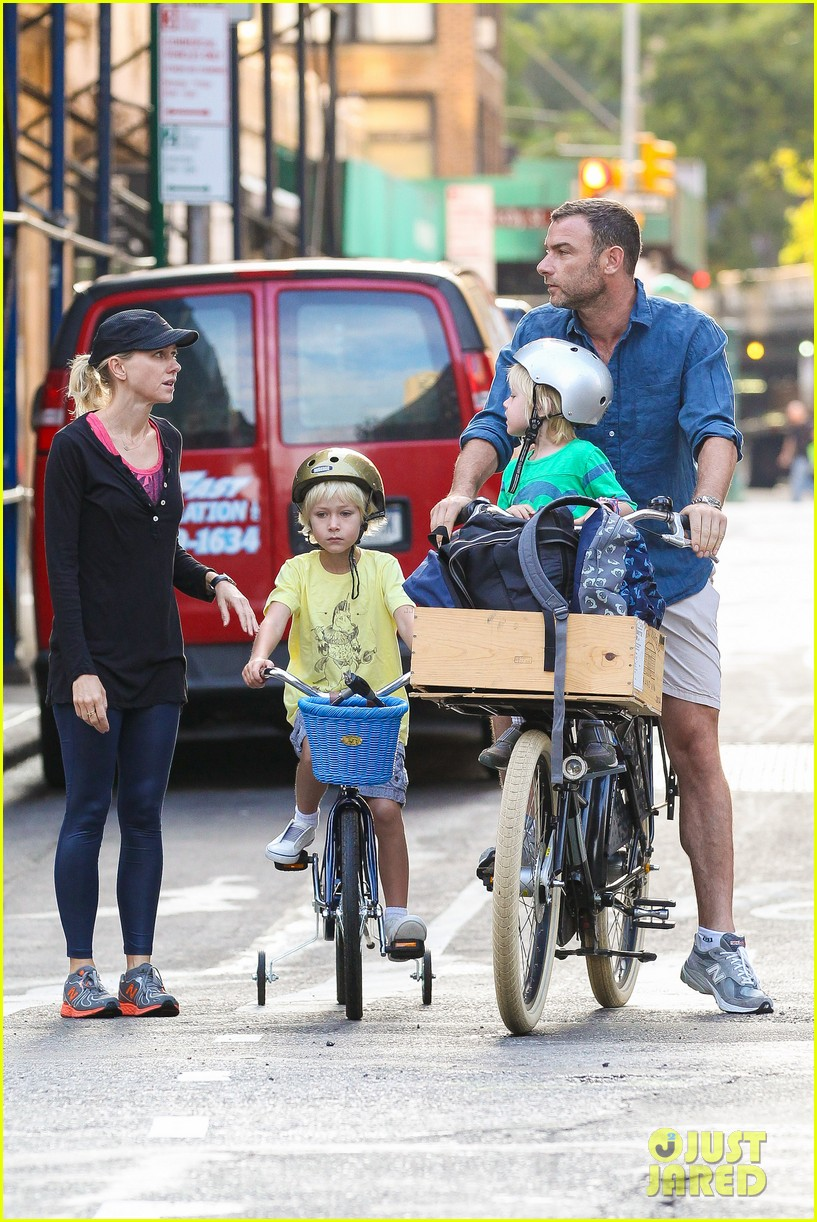 naomi watts family take on morning with early exercise 112951447