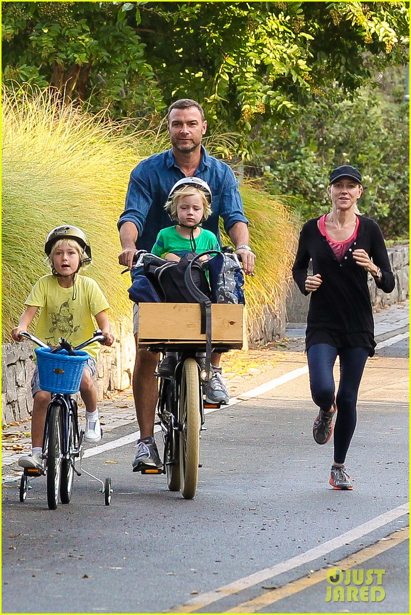 naomi watts family take on morning with early exercise 122951448
