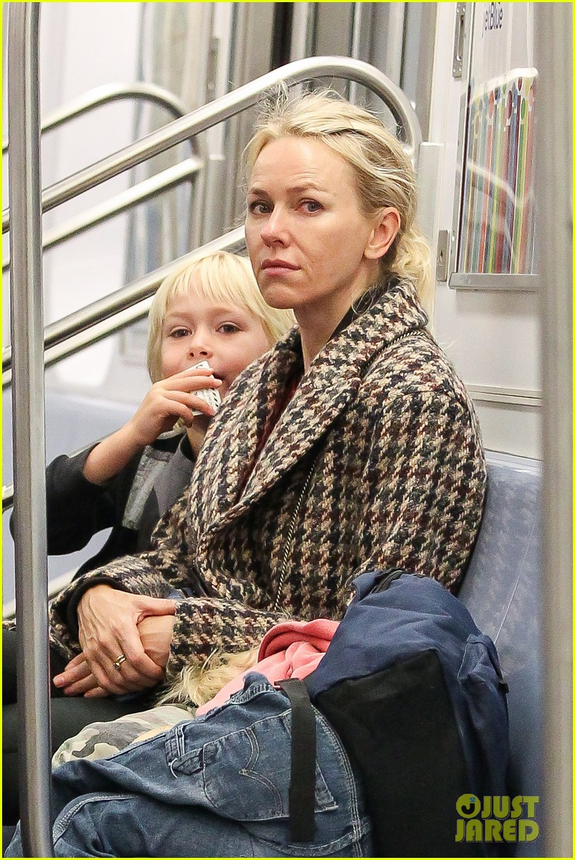 naomi watts rides the subway with her boys 032959848