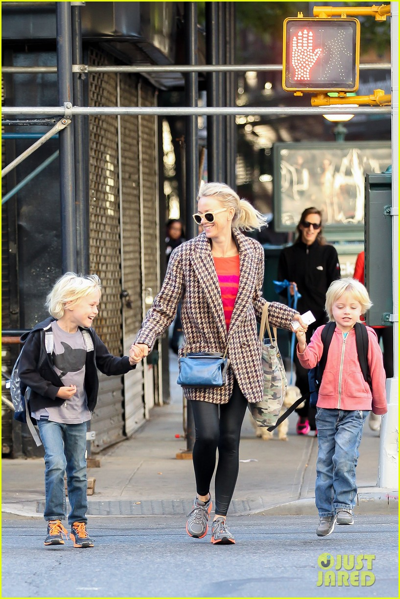 naomi watts rides the subway with her boys 082959853