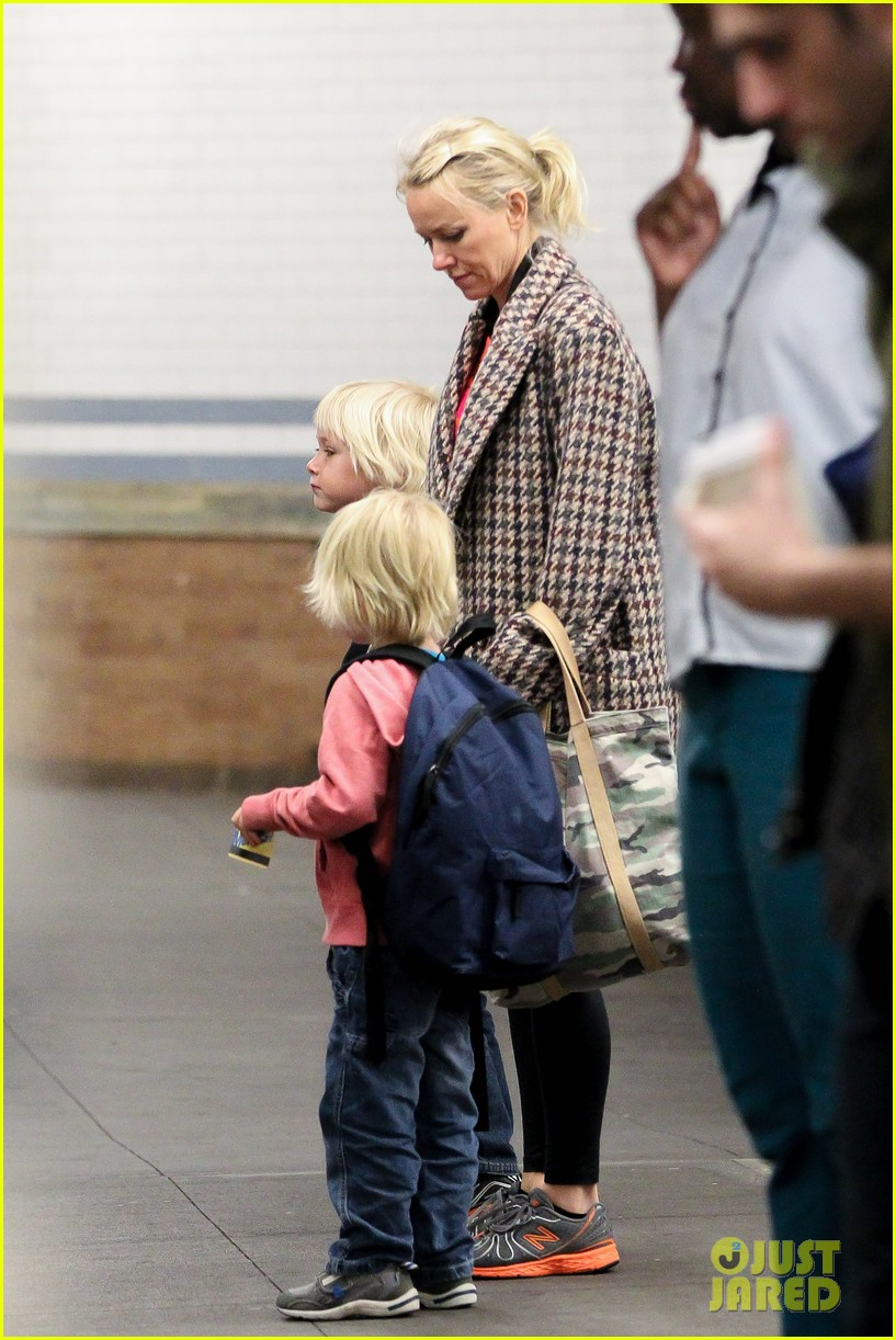 naomi watts rides the subway with her boys 092959854