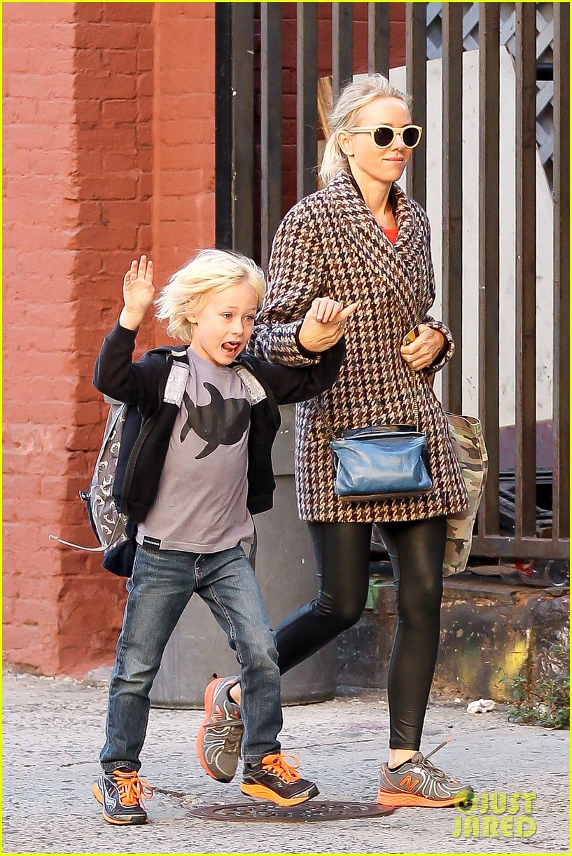naomi watts rides the subway with her boys 112959856