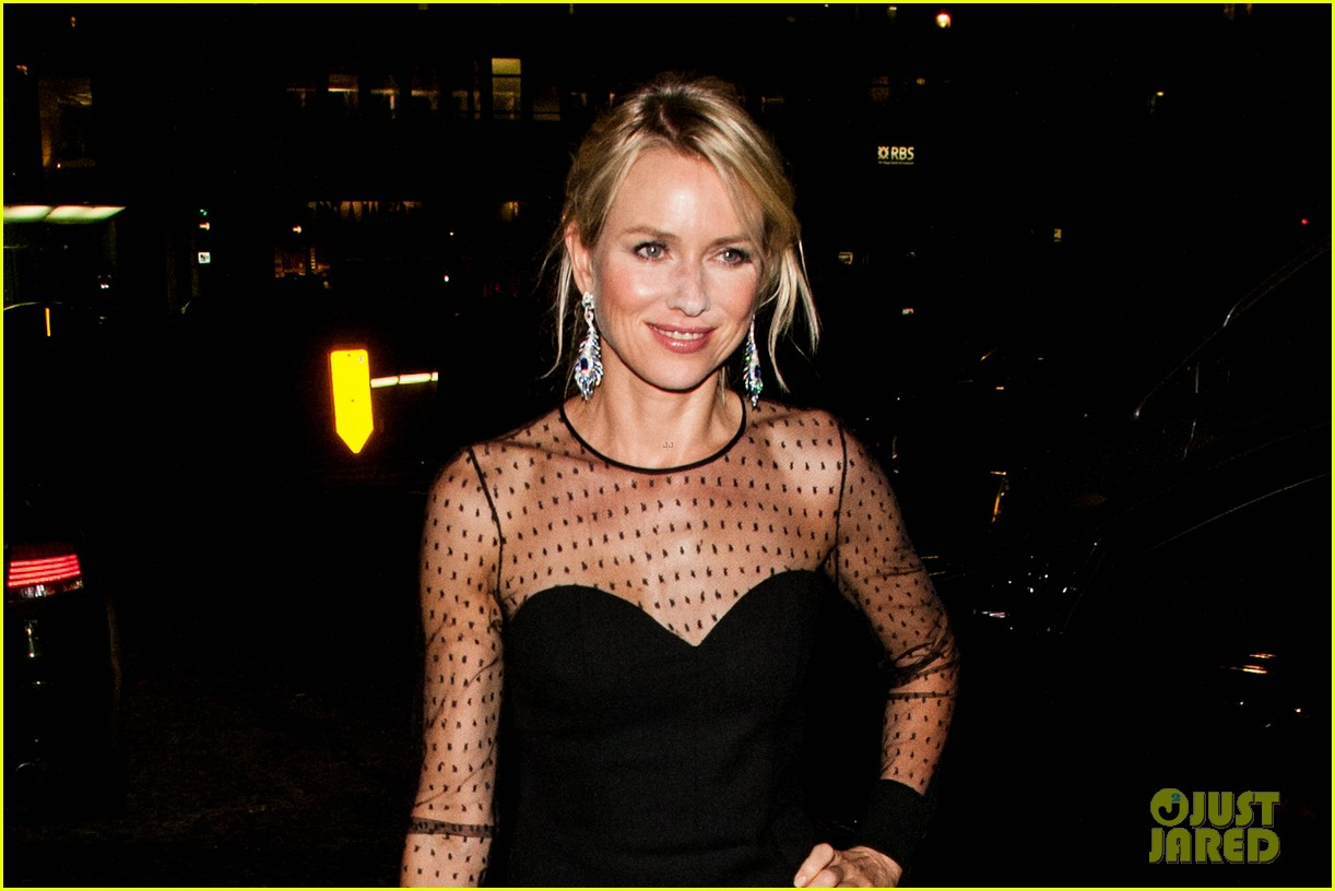 naomi watts switches dresses for diana premiere party 022944890