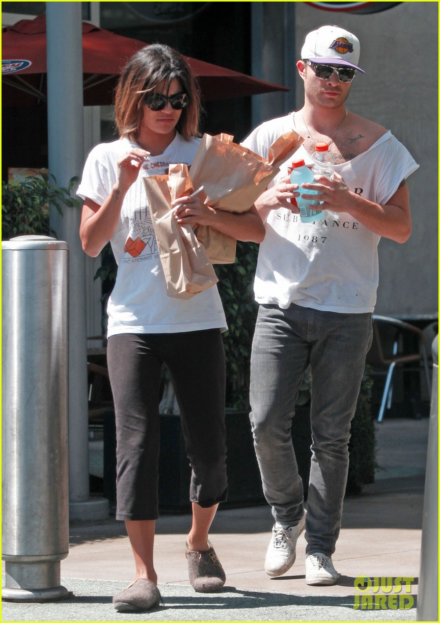 ed westwick jessica szohr grab lunch at jersey mikes 012941845