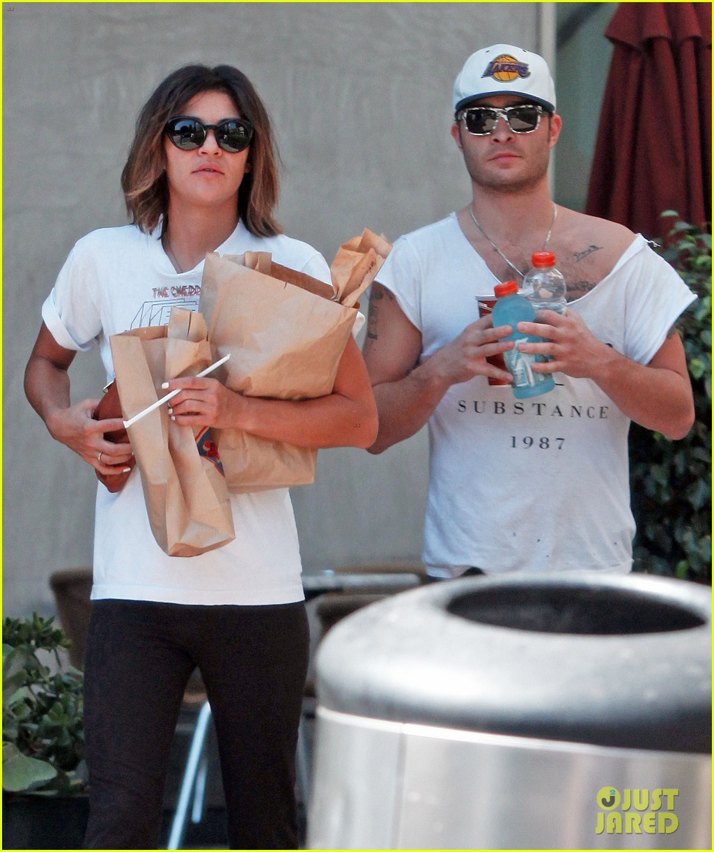 ed westwick jessica szohr grab lunch at jersey mikes 02
