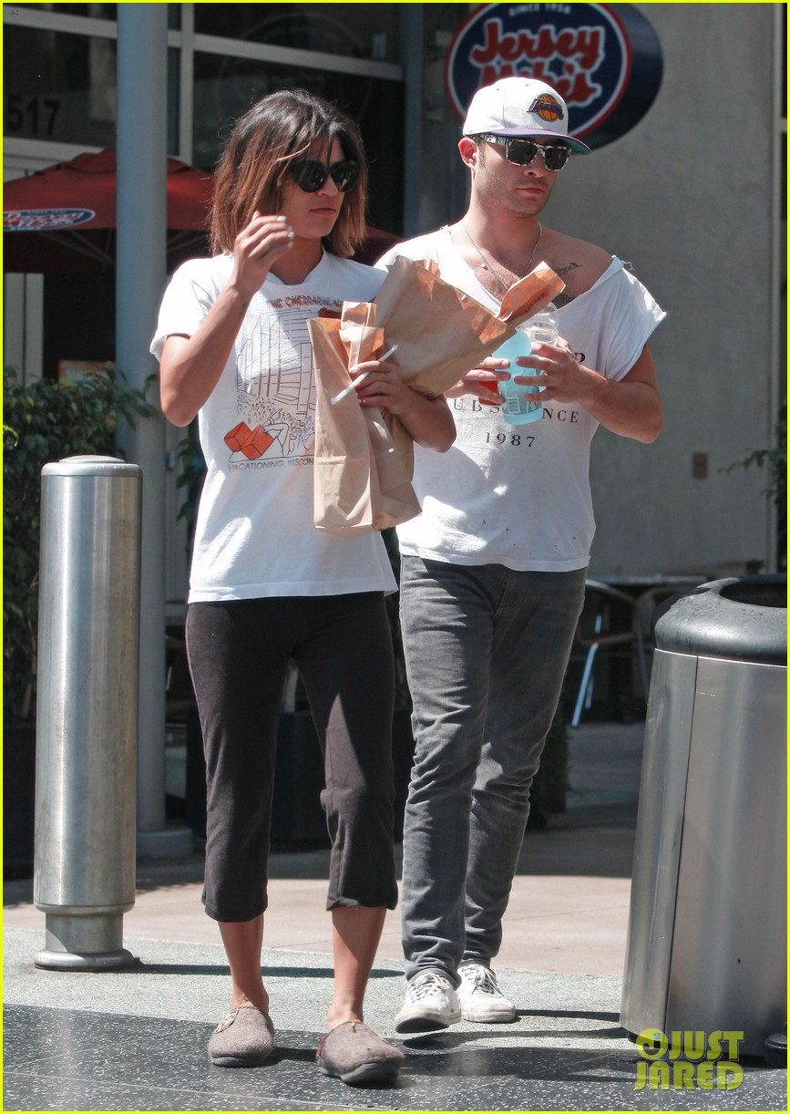 ed westwick jessica szohr grab lunch at jersey mikes 052941849