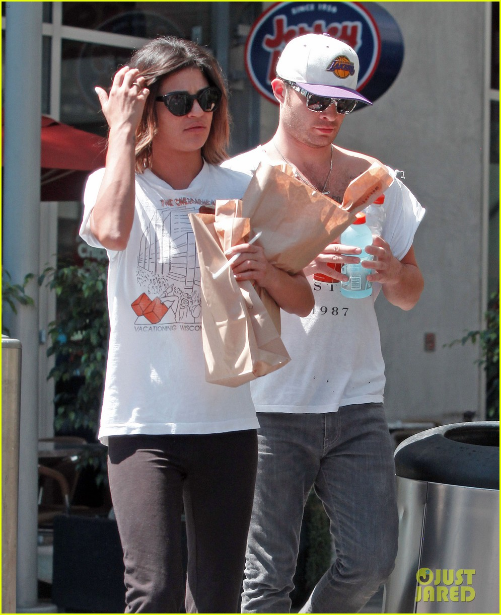 ed westwick jessica szohr grab lunch at jersey mikes 09