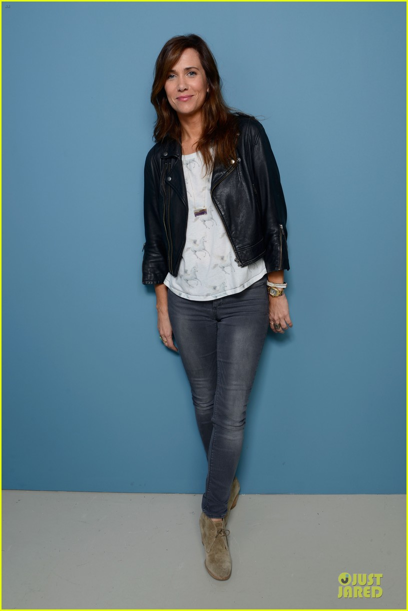kristen wiig hateship loveship portrait session at tiff 01