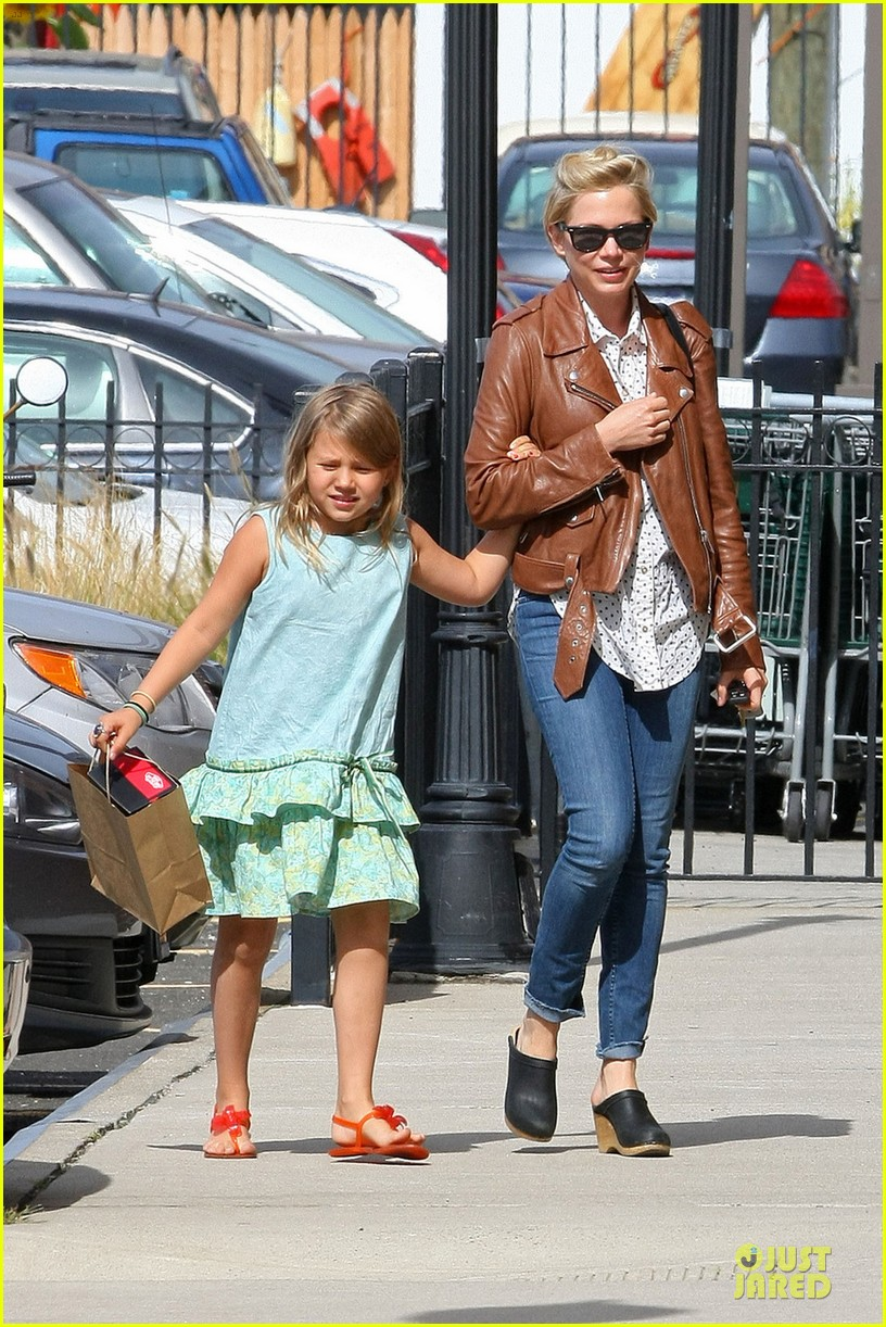 michelle williams celebrates 33rd birthday with matilda 032948507