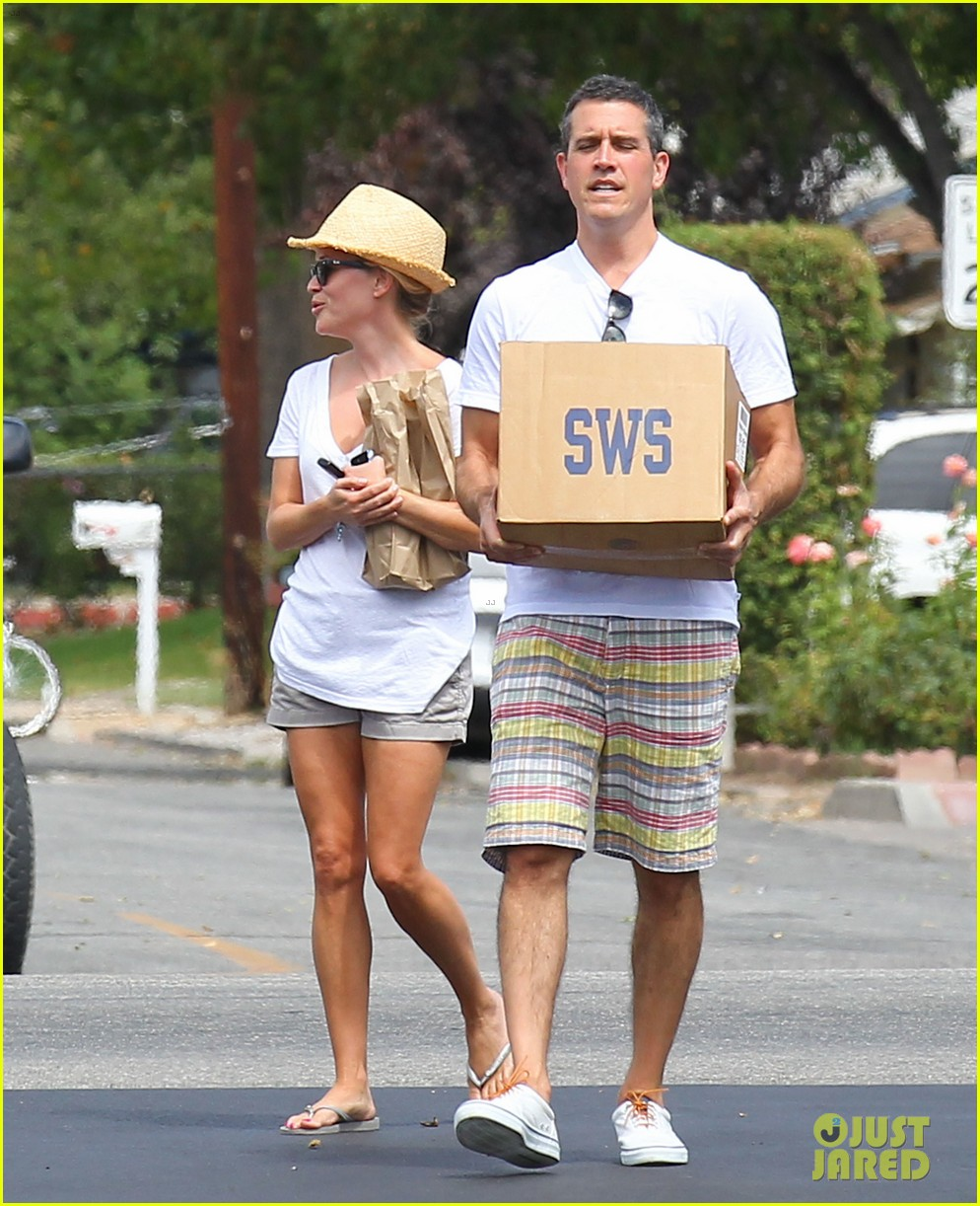 reese witherspoon jim toth labor day grocery shopping 032942379