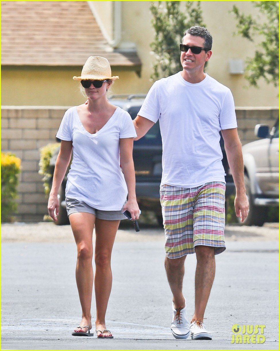 reese witherspoon jim toth labor day grocery shopping 052942381