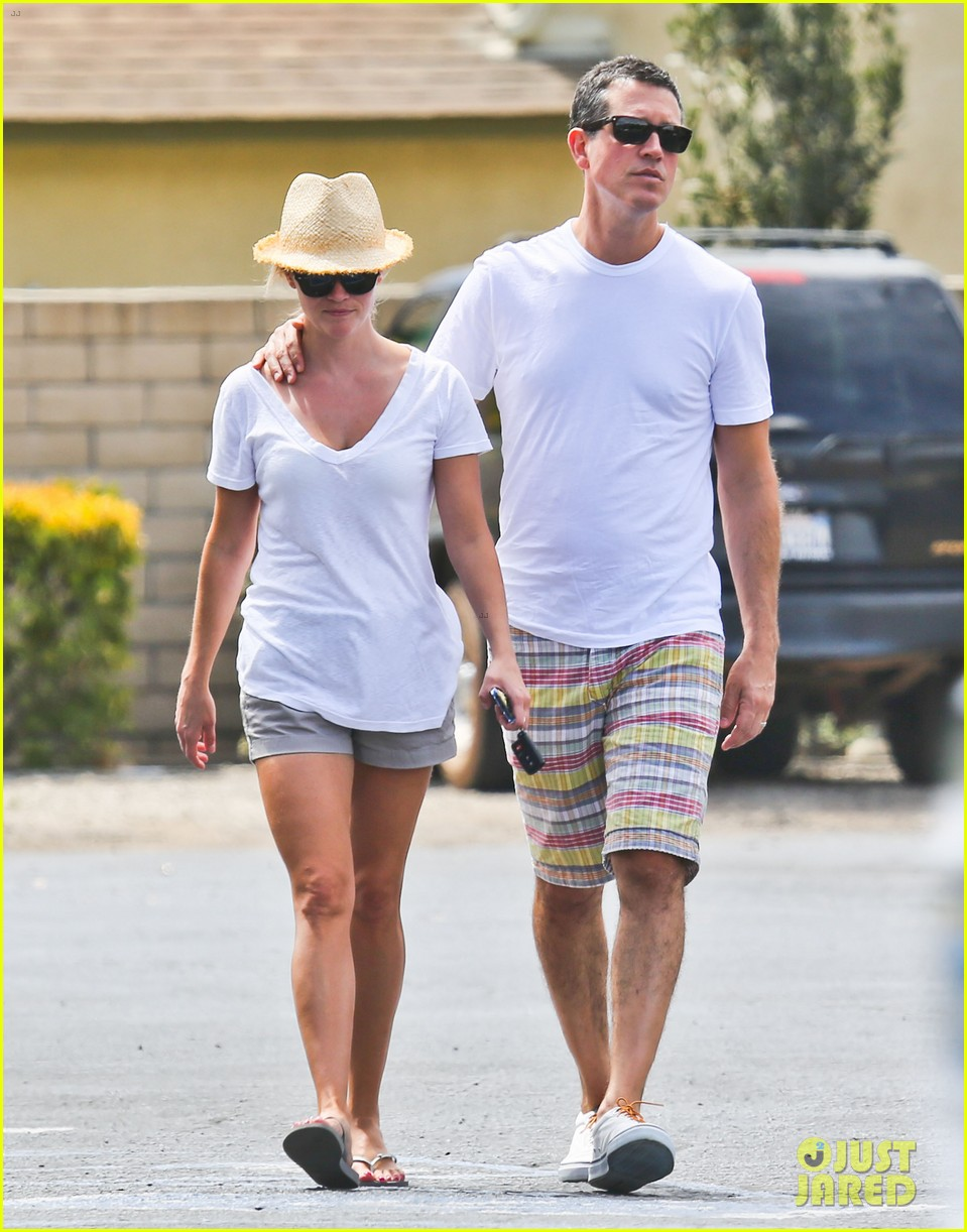 reese witherspoon jim toth labor day grocery shopping 062942382