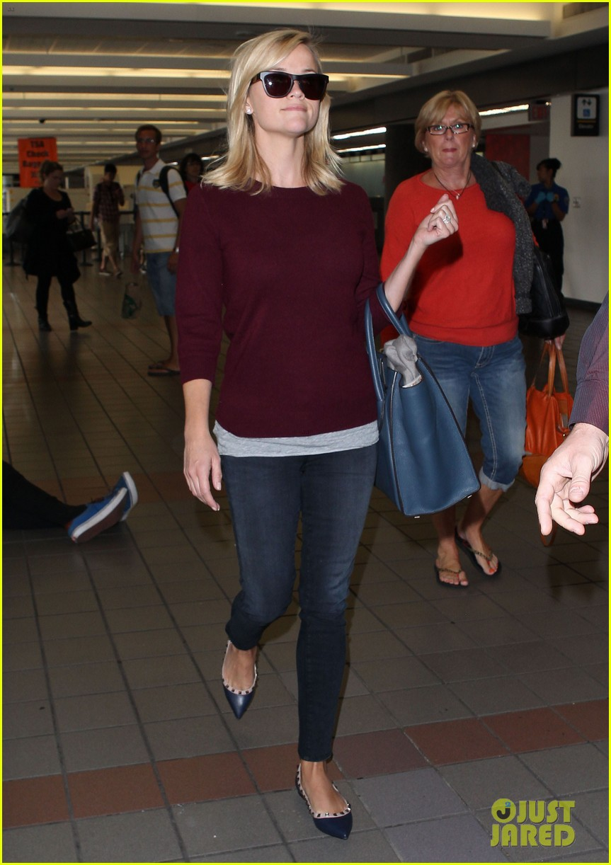 reese witherspoon hits lax after devil's knot tiff premiere 012949098
