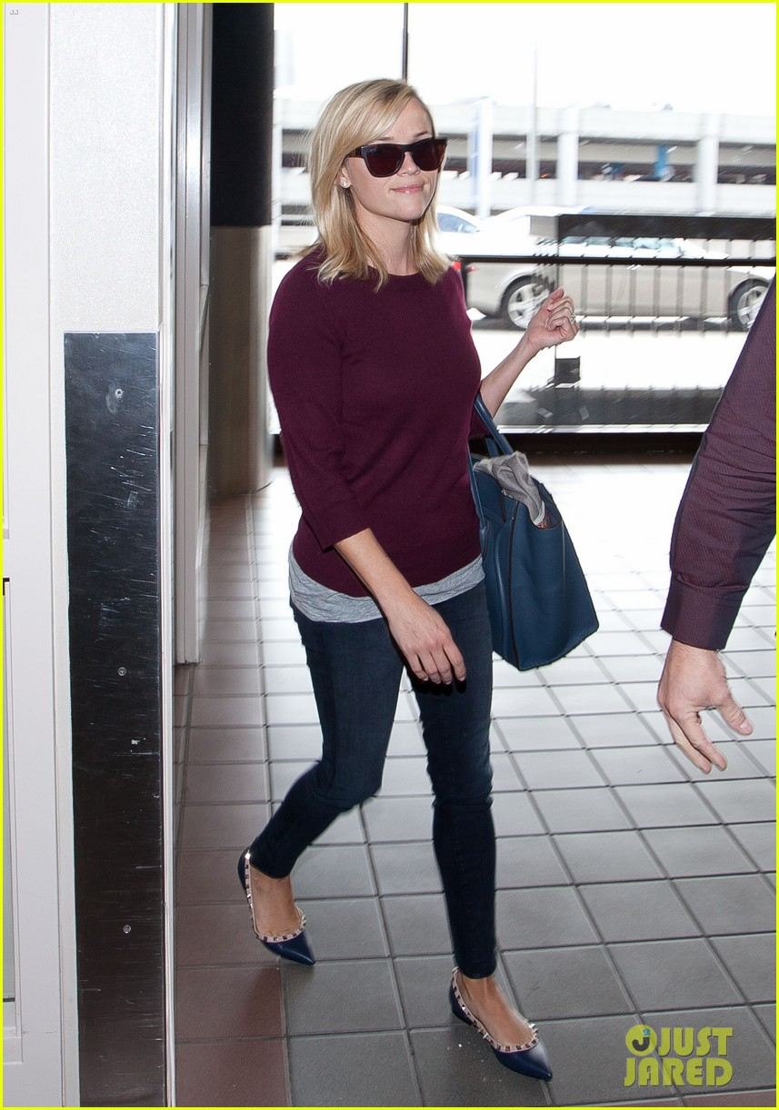 reese witherspoon hits lax after devil's knot tiff premiere 032949100