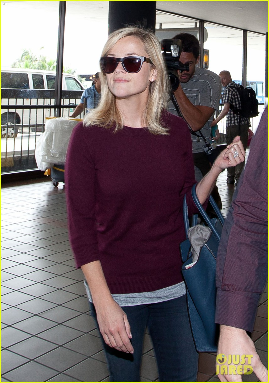 reese witherspoon hits lax after devil's knot tiff premiere 042949101