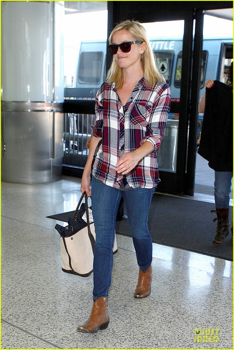 reese witherspoon plaid lax departure after workout 012953820