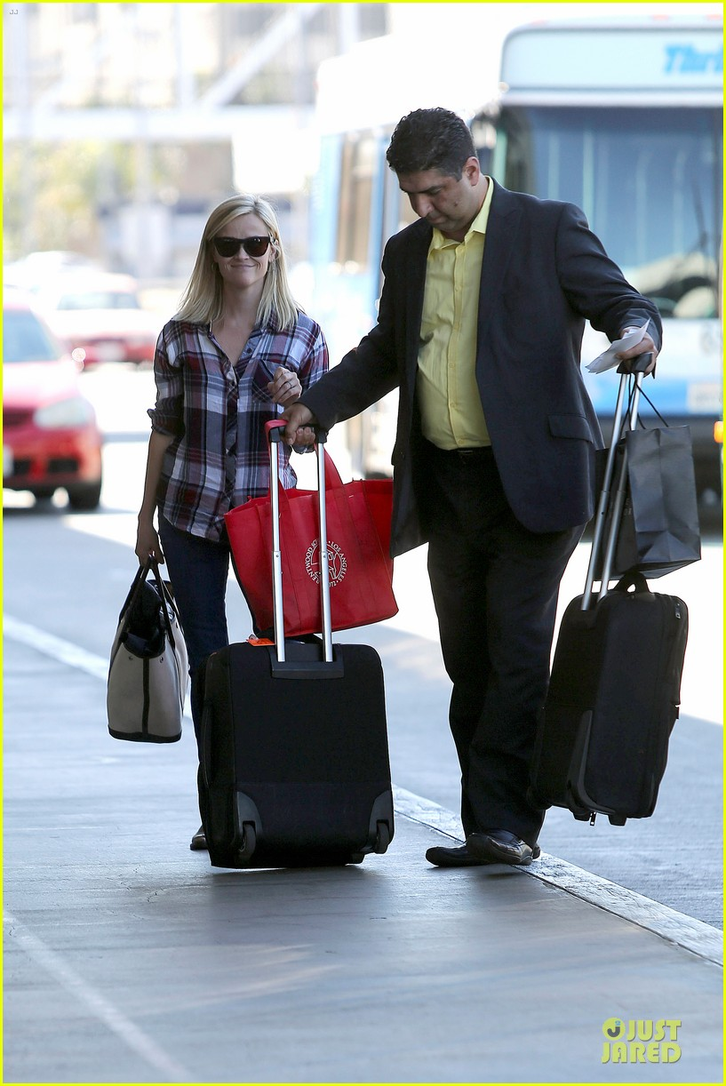 reese witherspoon plaid lax departure after workout 032953822