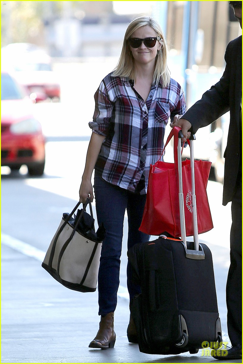 reese witherspoon plaid lax departure after workout 072953826