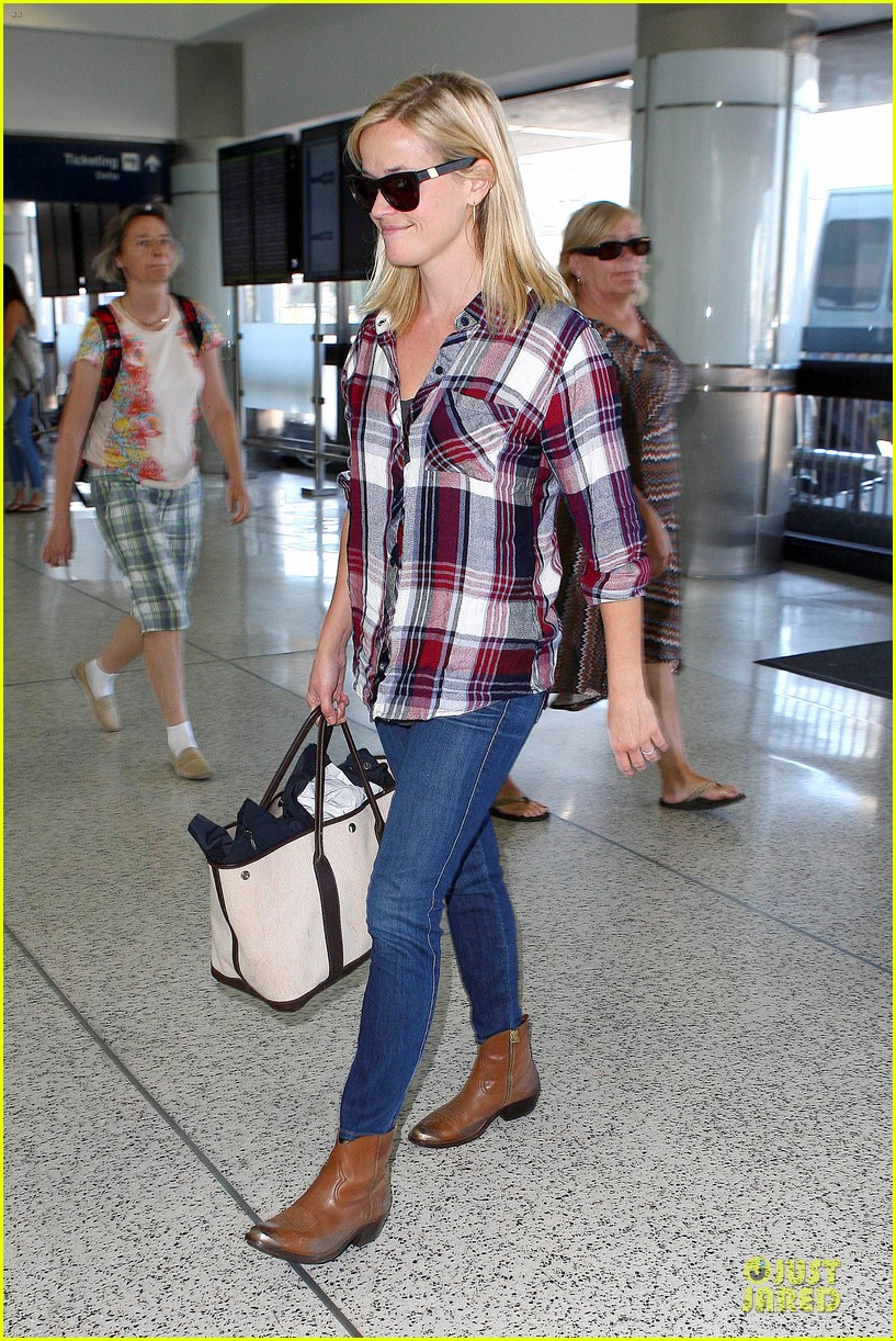 reese witherspoon plaid lax departure after workout 092953828