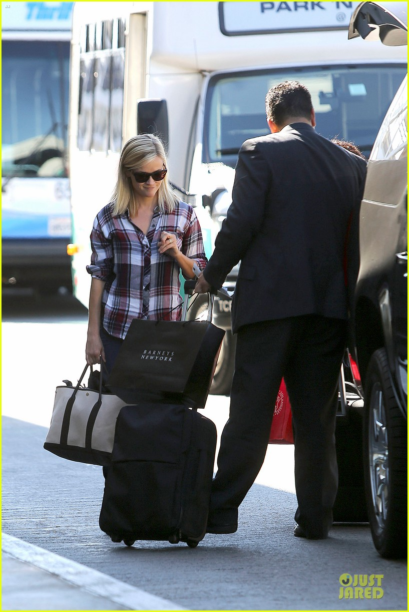 reese witherspoon plaid lax departure after workout 112953830