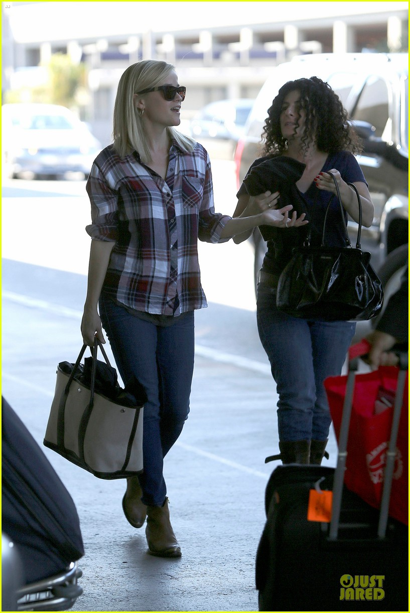 reese witherspoon plaid lax departure after workout 132953832