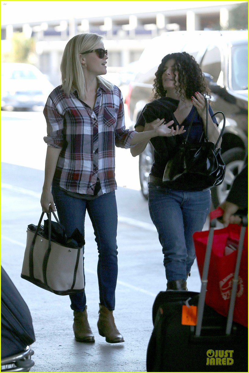 reese witherspoon plaid lax departure after workout 142953833