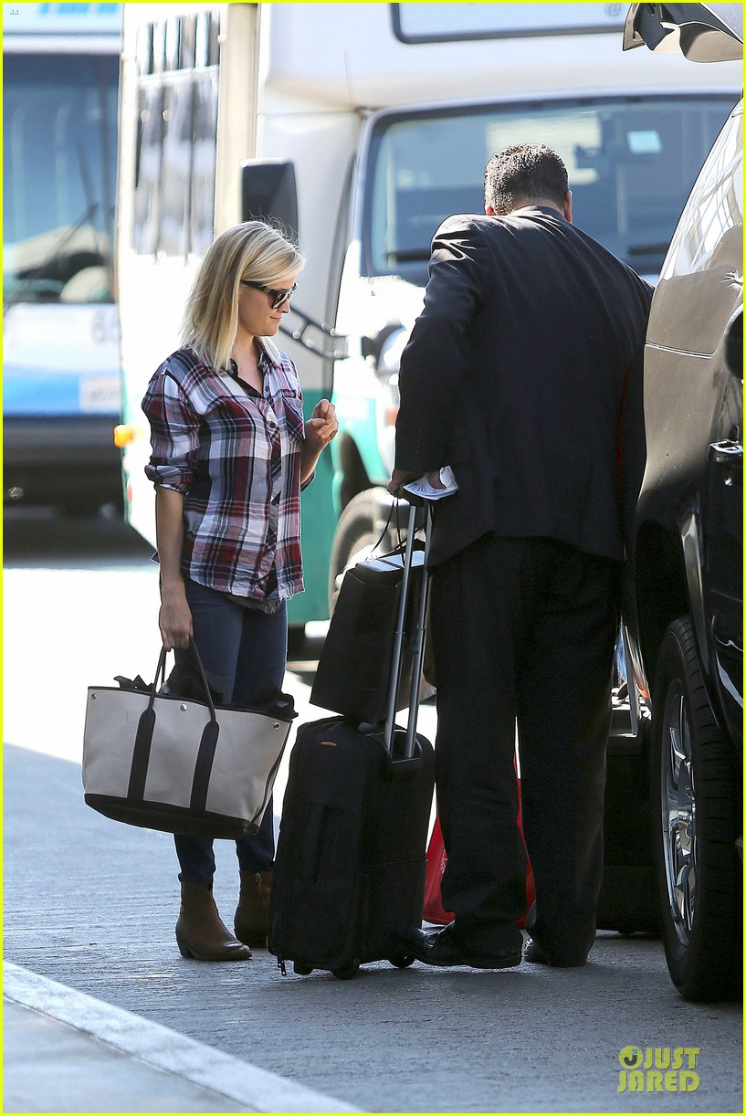 reese witherspoon plaid lax departure after workout 152953834